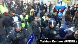 Під час демонстрації в Баку 12 січня 2013 року на протест проти смерті солдата