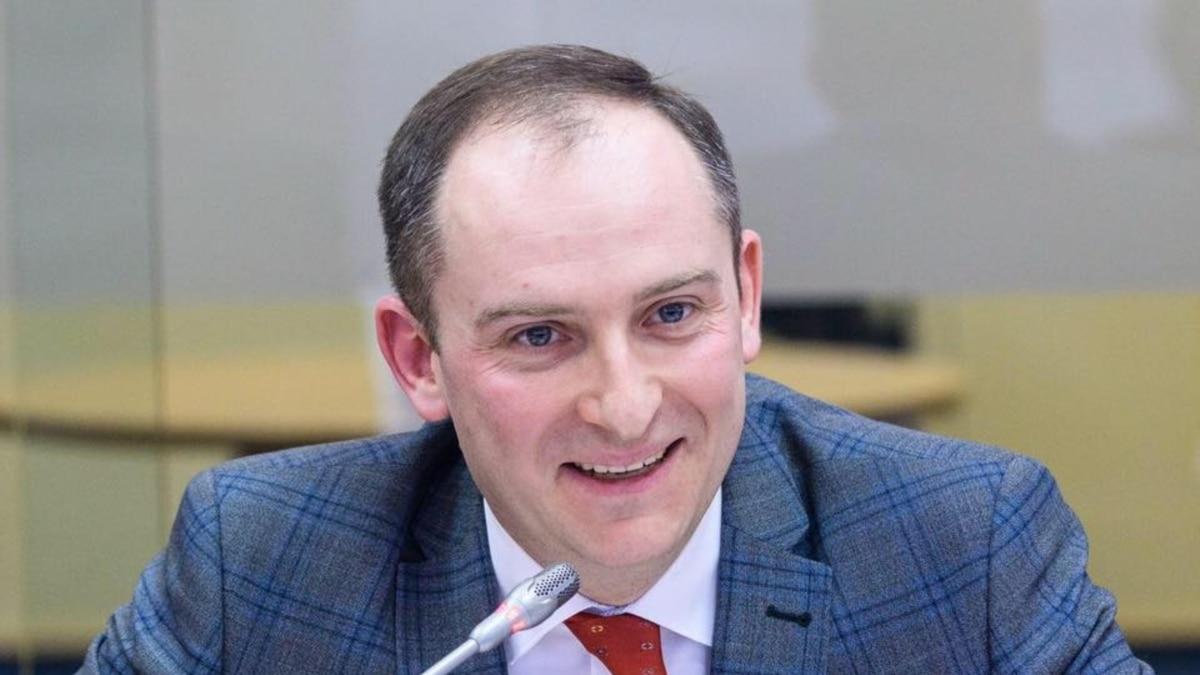 Бывший глава Налоговой службы Верланов заявил об обысках в его квартире