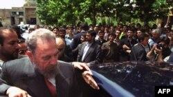 سفر سال ۲۰۰۱ فیدل کاسترو به تهران