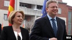 Архивска фотографија: Вицепремиерката Теута Арифи и комесарот за проширување на ЕУ Штефан Филе.