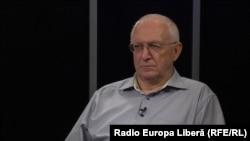 Prof. univ. Anatol Gremalschi în studioul Europei Libere