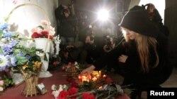 Lule dhe qirinj në shenjë proteste kundër dënimit me vdekje në Bjellorusi.