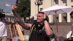 «Депутати, працювати!» – активісти закликали депутатів не йти на літні канікули (відео)