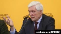 Аляксандар Сурыкаў, архіўнае фота
