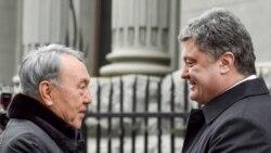 Петро Порошенко (п) і Нурсултан Назарбаєв, Київ, 22 грудня 2014 року