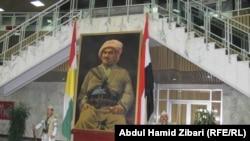 جدارية لبارزاني في برلمان اقليم كردستان باربيل