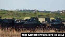 Российская военная техника у Керченской переправы в Крыму