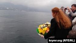 Архивное фото: в Ялте отслужили молебен и опустили в море венки в память о погибших на теплоходе «Армения» в 1941 году, 6 ноября 2015 года