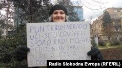 Jedna od učesnica prosvjeda u Sarajevu