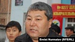 Ош әкімі Мелис Мырзакматов сайлауға келді. Ош, 4 наурыз 2012 жыл.
