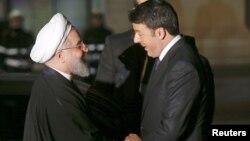 Иран президенті Хассан Роухани (сол жақта) Италия премьер-министрі Маттео Ренцимен кездесіп тұр. Рим, 25 қаңтар 2016 жыл.
