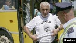Policia e Kosovës i kontrollon serbët që kishin ardhur në Kosovë për ta shënuar Vidovdanin