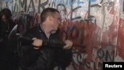 Руйнування Берлінського муру у 1989 році.