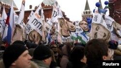 Ռուսաստան - Վլադիմիր Պուտինի կողմնակիցների հանրահավաքը Մոսկվայի կենտրոնում, 5-ը մարտի, 2012թ.