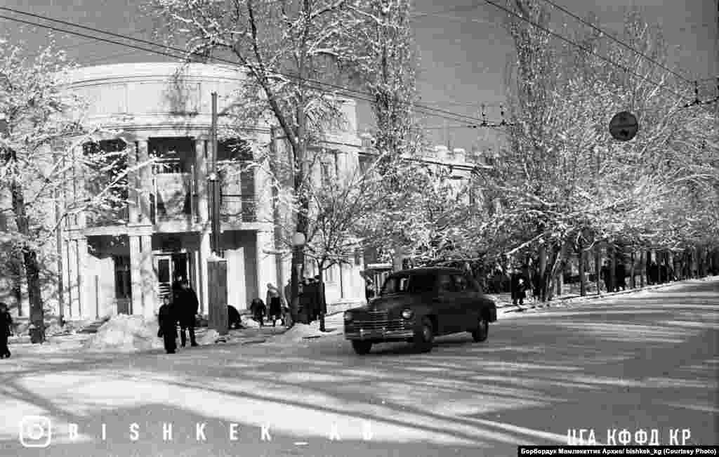 """""""Киргизия"""" мейманканасы. 1950-жылдардын башы. Бул мейманкана 1980-жылдары Ала-Тоо аянтын куруу учурунда бузулган."""