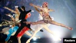 Танцоры Большого театра выступают на церемонии закрытия Олимпийских игр в Сочи
