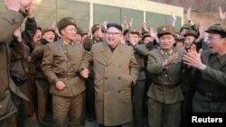 کره شمالی خود را دارای تسلیحات اتمی معرفی میکند و بارها آمریکا و همسایگانش را به حمله اتمی تهدید کرده است.