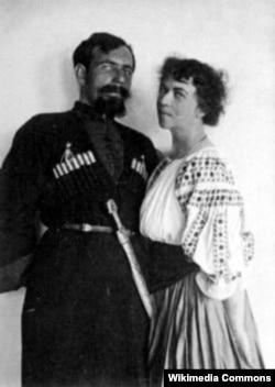 Олександра Коллонтай та її чоловік Павло Дибенко. 1919 рік