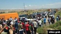 Акция протеста на дороге Бохтар-Душанбе. 17 мая 2020 года
