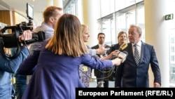 Януш Войчеховски беше единодушно одобрен за европейски комисар по земеделието след повторно изслушване в Европейския парламент