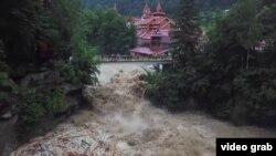 Viitura de pe râul Prut s-a format în Ucraina unde inundațiile au creat deja distrugeri importante