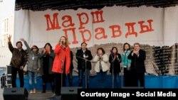 Марш за свободу російських ЗМІ у Москві у квітні 2014 року. Катерина Макаревич – третя з правого боку.