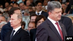 Владимир Путин и Петр Порошенко 6 июня 2014 года на торжествах по случаю 70-летия высадки союзных войск в Нормандии во Второй мировой войне