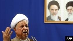 سخنان آقای رفسنجانی واکنشی به اظهار خوشحالی چند تن از رهبران ایران از بحران مالی جهان بود. (عکس: AFP)