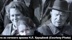 Никита Хрущёв с внучкой Юлией и правнучкой Ниной