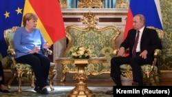 Rusiya-Rusiya prezidenti Vladimir Putin və Almaniya kansleri Angela Merkel -Moskva görüşü, 20 avqust, 2021