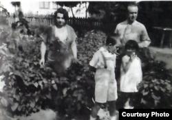 Familia Ursu la Soroca în 1933 cu Babu Ursu copil (Foto: Vol. Viitorul Memoriei)