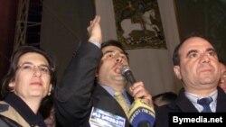 Nino Burcanadze, Mixail Saakaşvili və Zurab Jvaniya «Qızılgül» inqilabı zamanı, Tbilisi, 23 noyabr 2003