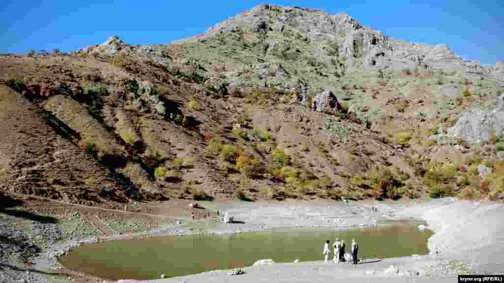 Озеро Панагия – изюминка Зеленогорья. Оно располагается в живописном ущелье на высоте 290 метров над уровнем моря
