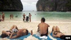 Тайландта ял итүче туристлар
