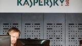 "Orsýetiň kiberhowpsuzlyk boýunça ady belli ""Kaspersky Lab"" kompaniýasynyň edarasy, Moskwa, 2013."