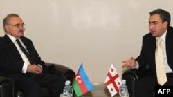Georgian Prime Minister Nika Gilauri (right) meets with Azerbaijani Prime Minister Artur Rasizade in Batumi ahead of the summit.