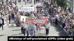 Парад в советских традициях на День города в Ясиноватой