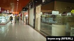 Внутри торгового центра «Муссон»