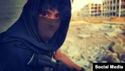 یک عضو تاتار گروه جبههالنصره در یک ویدئوی تبلیغاتی این گروه