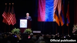 Президент Армении выступает перед представителями армянской общины Бостона, 30 марта 2016 г.