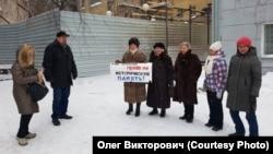 Пикеты новосибирцев возле образца советского конструктивизма, который пытаются снести