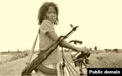 Девочка-солдат в Камбодже