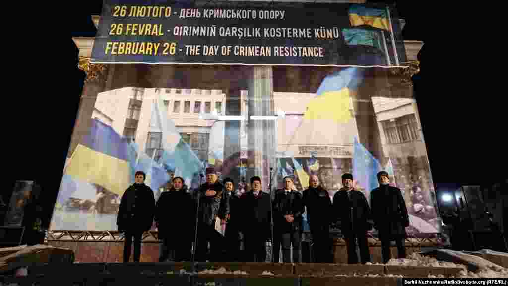 «Dört yıl evelsi Aqmescitte bizler Ukraina birligi içün buña beñzer miting keçirgen edik. O zaman bizler Ukrainanı, Qırımnı ve özümizni qurtardıq, dep bellegen edik», – dep ayttı Meclis reisi Refat Çubarov