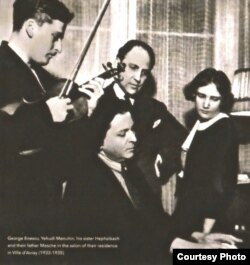 George Enescu înconjurat de familia Menuhin la Ville d'Avray (Foto: Livretul CD (Muzeul Național George Enescu)