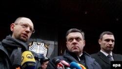 Лидеры оппозиции Арсений Яценюк, Олег Тягнибок и Виталий Кличко