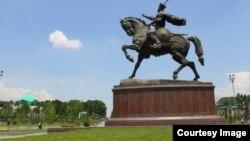 Памятник Амиру Тимуру в Ташкенте работы скульптора Ильхома Джаббарова.