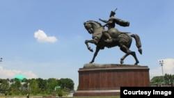 Памятник Амиру Тимуру (Тамерлану) в центре Ташкента.