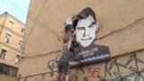 Мурал із портретом Стуса повісили біля офісу Медведчука – відео