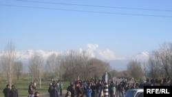 Бишкектин четиндеги жерди ээлеп алуу аракети, 2010-жылдын 19-апрели.