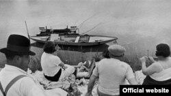 """Анри Картье-Брессон, """"Воскресенье на берегу реки Марны, Франция"""" (1938)"""